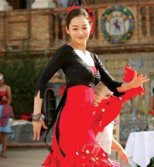 Vẻ đẹp của Kim Tae Hee: Từ nữ thần đại học đến biểu tượng nhan sắc, cả cái bóng phản chiếu trên tường cũng thừa sức gây sốt - Ảnh 12.
