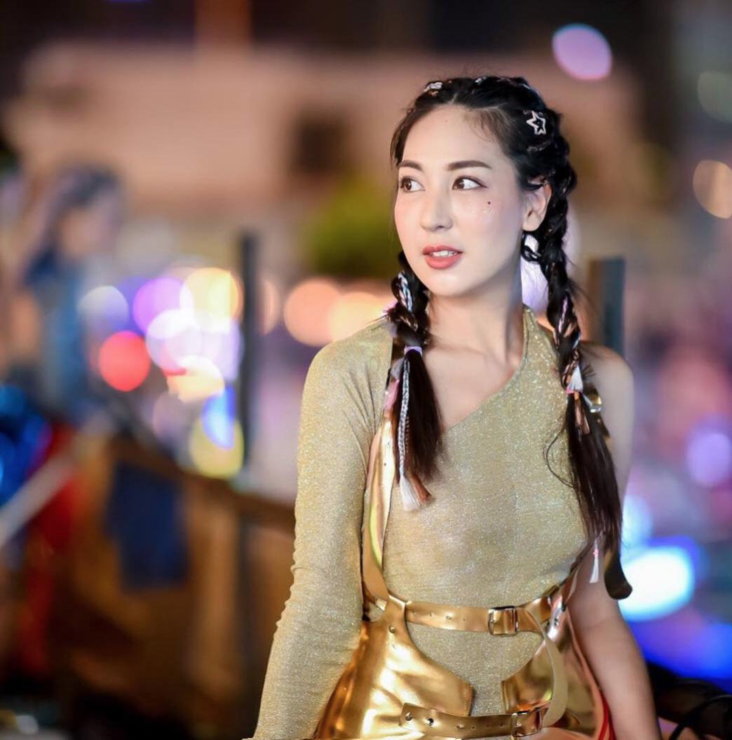 Dàn trai xinh gái đẹp hội tụ ở Songkran, nhìn thôi cũng biết lễ hội hot cỡ nào - Ảnh 3.