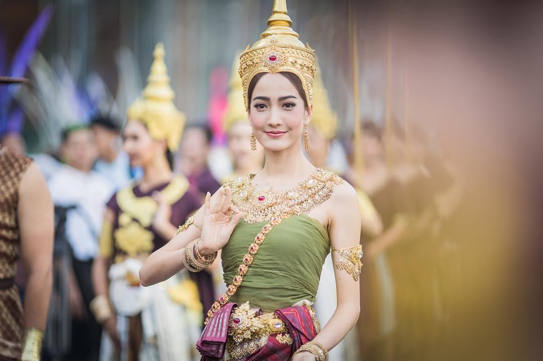 Dàn mỹ nhân đẹp nhất Tbiz hóa nữ thần tại Songkran 2019: Nữ chính Friend zone đỉnh cao nhưng có bằng 5 sao nữ này? - Ảnh 18.