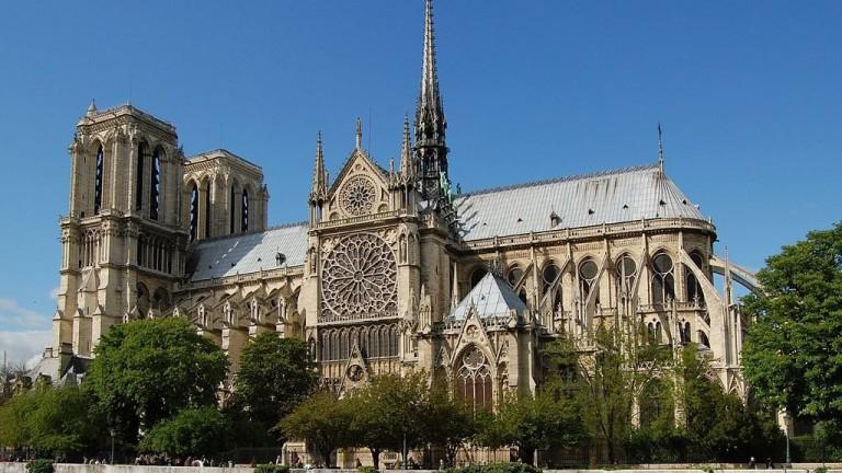 Mới 1 năm trước, Nhà thờ Đức Bà Paris từng bị liệt vào danh sách những kiến trúc đang lâm nguy và sắp thành đống đổ nát - Ảnh 9.