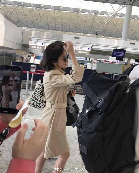 Song Hye Kyo khiến fan lo lắng vì đôi chân gầy khẳng khiu, lộ vẻ sụt cân thấy rõ tại sân bay trở về Hàn Quốc - Ảnh 2.