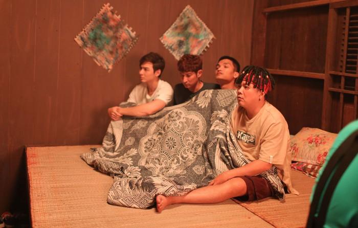Lật Mặt 4 lọt top 3 phim Việt có doanh thu mở màn cao nhất mọi thời đại, khán giả đồng loạt gọi tên Mạc Văn Khoa! - Ảnh 2.