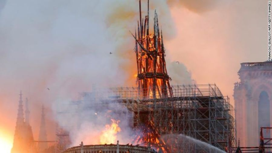 Mới 1 năm trước, Nhà thờ Đức Bà Paris từng bị liệt vào danh sách những kiến trúc đang lâm nguy và sắp thành đống đổ nát - Ảnh 1.