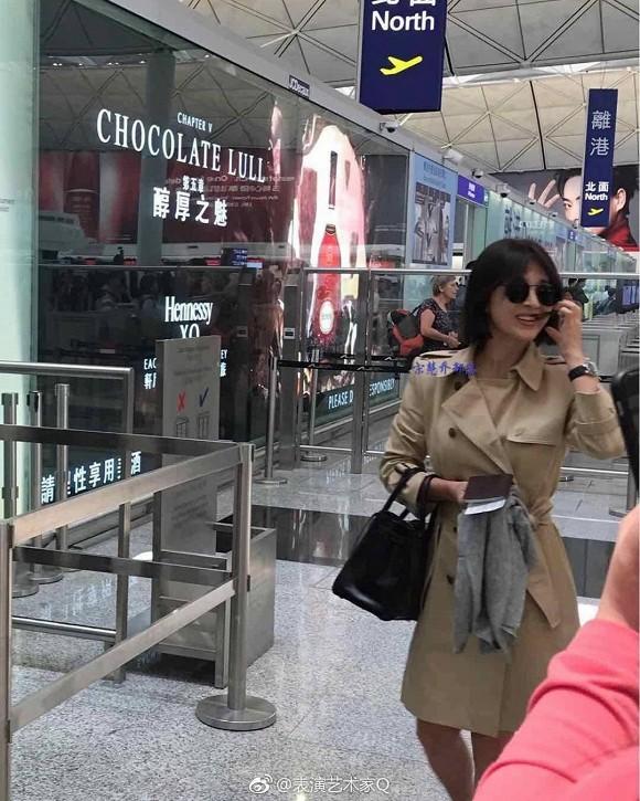 Song Hye Kyo khiến fan lo lắng vì đôi chân gầy khẳng khiu, lộ vẻ sụt cân thấy rõ tại sân bay trở về Hàn Quốc - Ảnh 3.