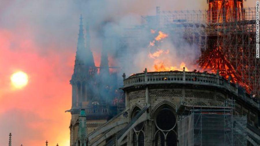 Trước khi sụp đổ một phần vì vụ cháy chấn động, Nhà thờ Đức Bà ở Paris từng là biểu tượng bình yên của cả nước Pháp - Ảnh 4.