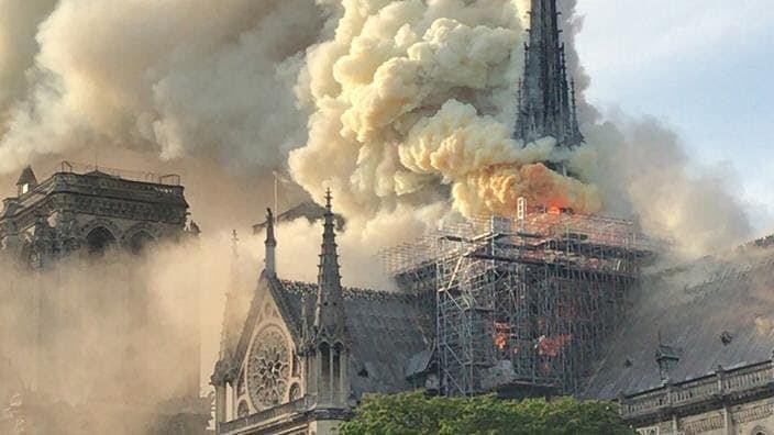 Mới 1 năm trước, Nhà thờ Đức Bà Paris từng bị liệt vào danh sách những kiến trúc đang lâm nguy và sắp thành đống đổ nát - Ảnh 3.