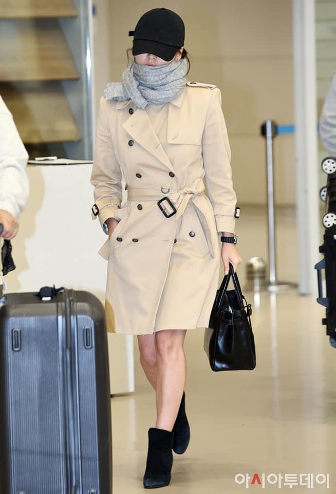 Song Hye Kyo khiến fan lo lắng vì đôi chân gầy khẳng khiu, lộ vẻ sụt cân thấy rõ tại sân bay trở về Hàn Quốc - Ảnh 5.