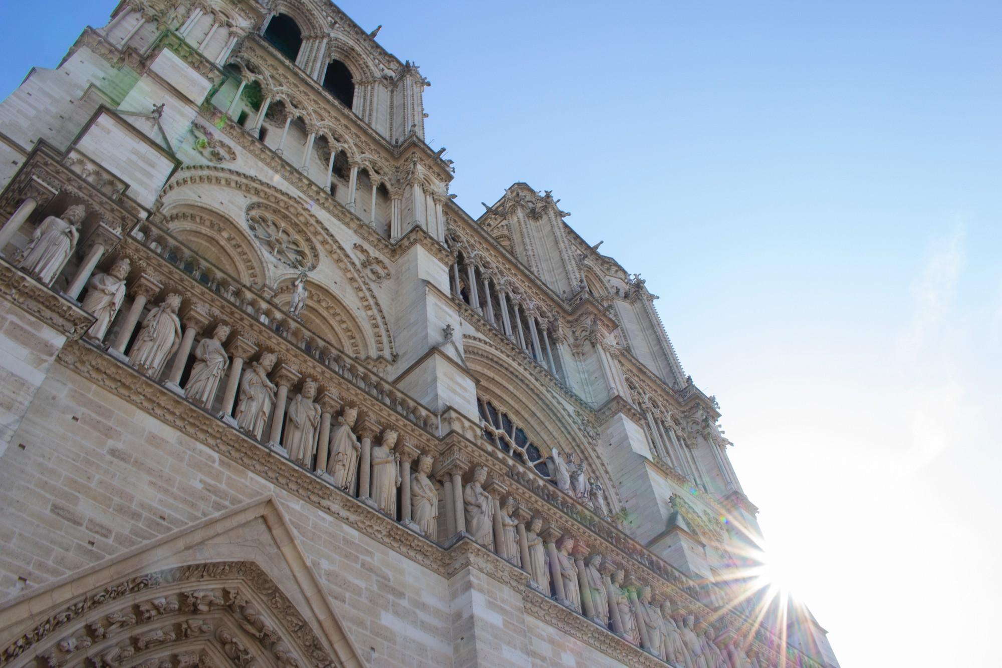 Trước khi sụp đổ một phần vì vụ cháy chấn động, Nhà thờ Đức Bà ở Paris từng là biểu tượng bình yên của cả nước Pháp - Ảnh 8.