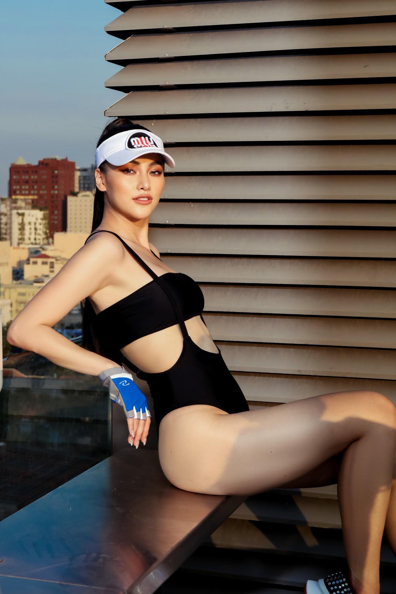 Hoa hậu Phương Khánh mặc bikini khoe body nóng bỏng, chân dài thẳng tắp trên nóc toà nhà cao tầng - Ảnh 21.