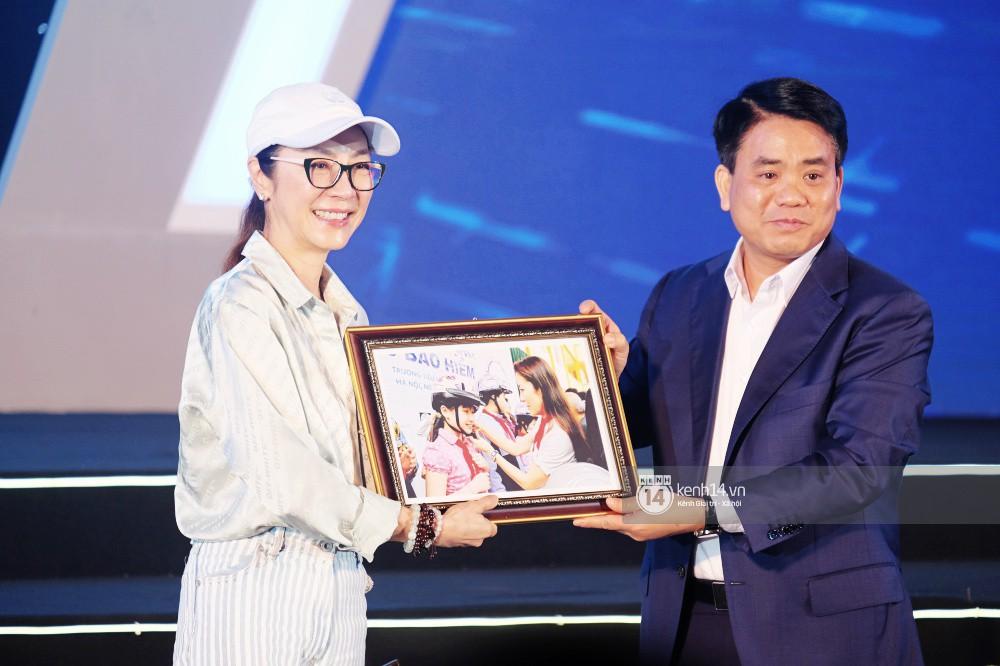Siêu sao Crazy Rich Asians Dương Tử Quỳnh rạng rỡ bên chồng quyền lực, Min và Erik cực nhiệt tại sự kiện ở Hà Nội - Ảnh 9.