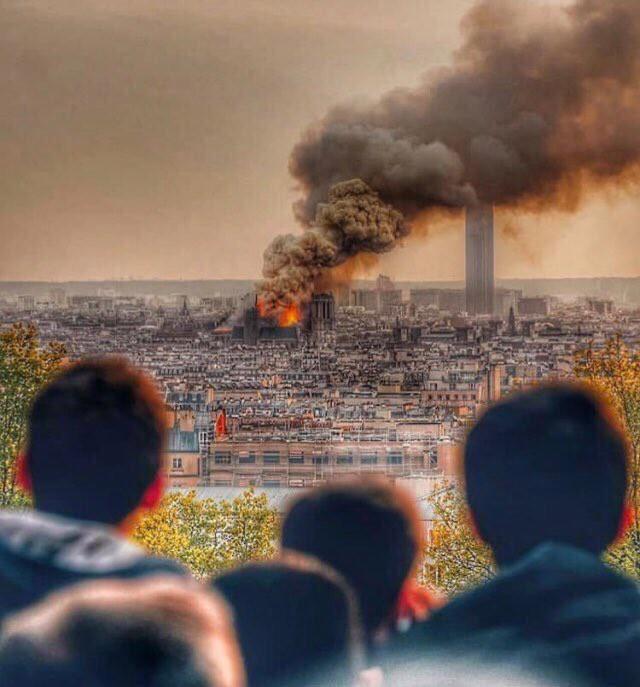 Người dân đau đớn nhìn ngọn lửa dữ dội trước mắt: Paris mà không có Nhà thờ Đức Bà thì không còn là Paris nữa. - Ảnh 3.