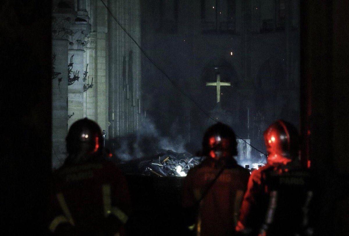 Lính cứu hoả Paris - Những người hùng thức trắng đêm, không màng nguy hiểm để cứu lấy Nhà thờ Đức Bà trong biển lửa - Ảnh 5.