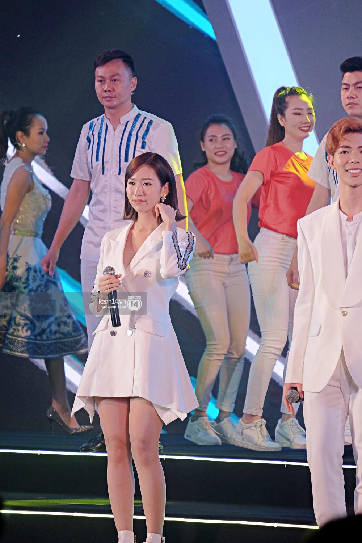 Siêu sao Crazy Rich Asians Dương Tử Quỳnh rạng rỡ bên chồng quyền lực, Min và Erik cực nhiệt tại sự kiện ở Hà Nội - Ảnh 15.