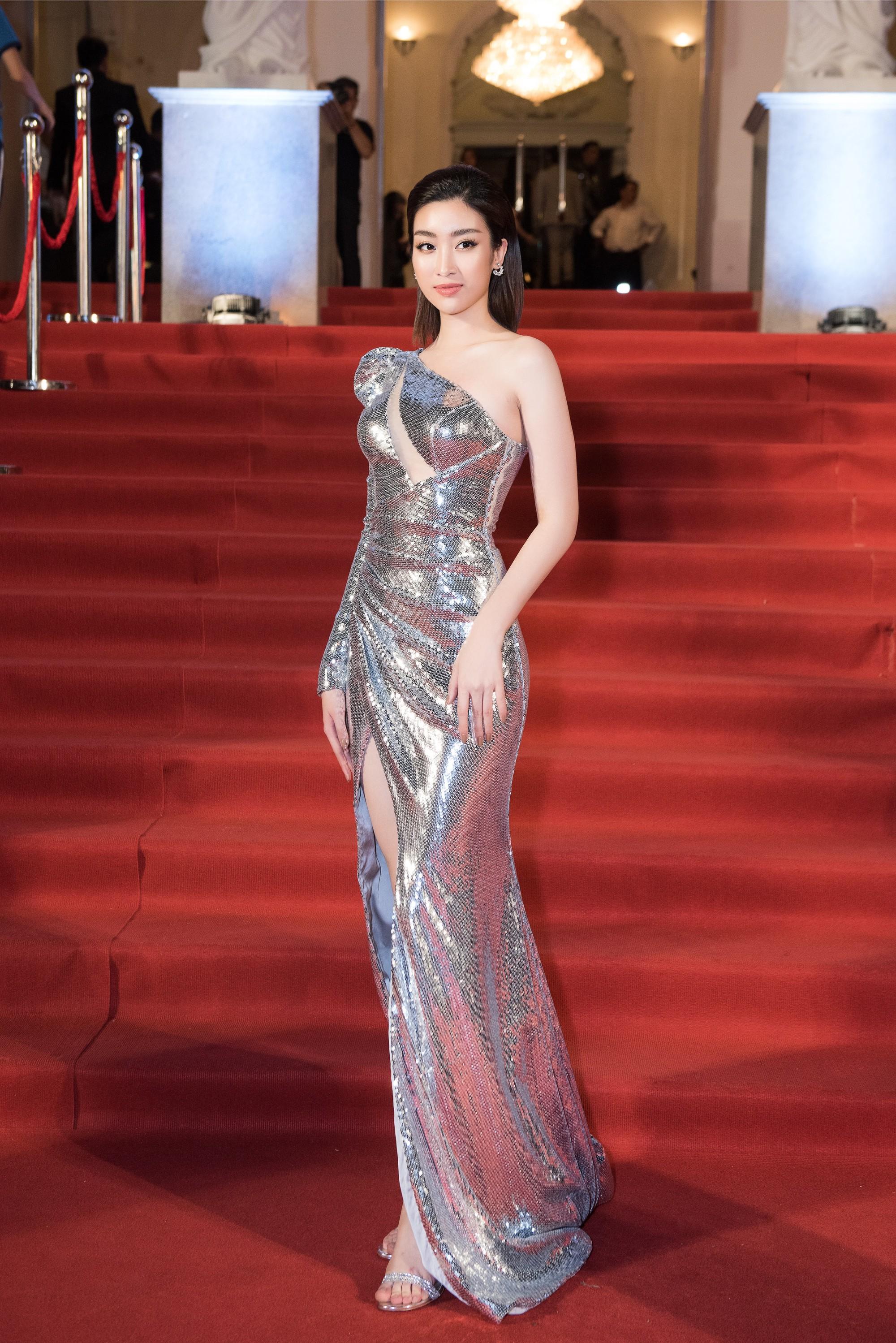 Clip: Hoa hậu Đỗ Mỹ Linh nhầm lẫn tai hại, dõng dạc gọi Hà Anh Tuấn là nữ ca sĩ trên sóng trực tiếp - Ảnh 3.