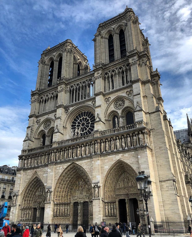 Trước khi sụp đổ một phần vì vụ cháy chấn động, Nhà thờ Đức Bà ở Paris từng là biểu tượng bình yên của cả nước Pháp - Ảnh 6.