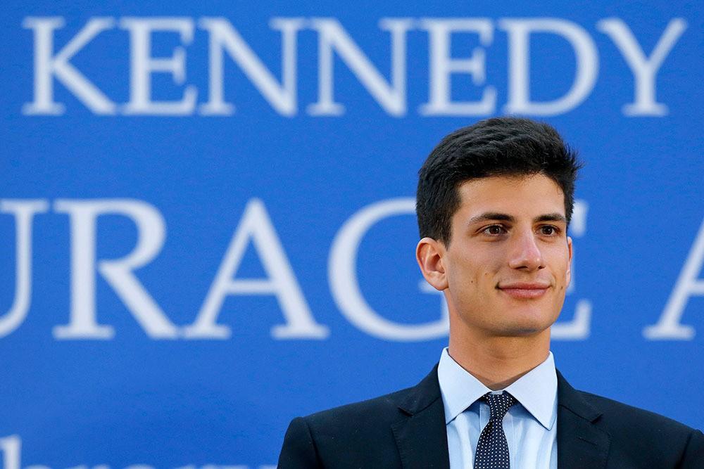 Cháu trai độc tôn của gia tộc danh giá nhất nước Mỹ theo đuổi Kendall Jenner, nhà Kardashian đã nổi lại càng thêm nổi - Ảnh 3.