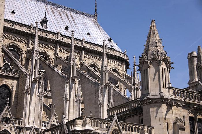 Mới 1 năm trước, Nhà thờ Đức Bà Paris từng bị liệt vào danh sách những kiến trúc đang lâm nguy và sắp thành đống đổ nát - Ảnh 7.