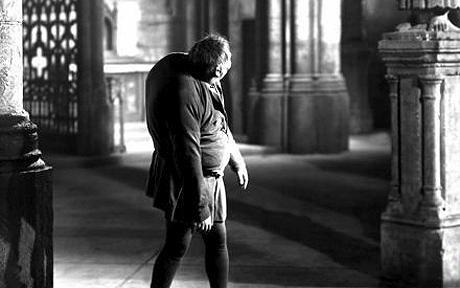 Xem lại 11 lần xuất hiện kinh điển của Nhà thờ Đức Bà Paris trên màn bạc - Ảnh 3.