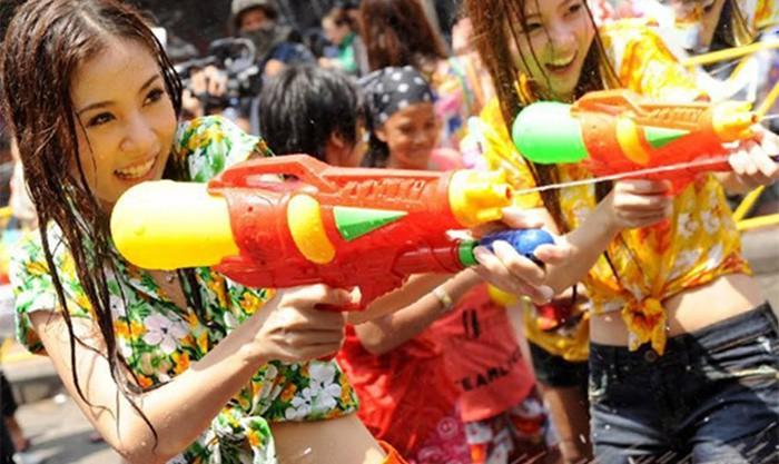 Bất ngờ trước số người thiệt mạng chỉ trong 4 ngày đầu Lễ hội té nước Songkran 2019 - Ảnh 1.