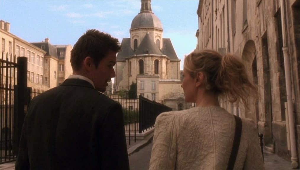 """Khán giả rùng mình nhớ lại cảnh phim """"tiên tri vụ cháy Nhà thờ Đức Bà Paris: """"Một ngày nào đó toà nhà sẽ biến mất - Ảnh 12."""