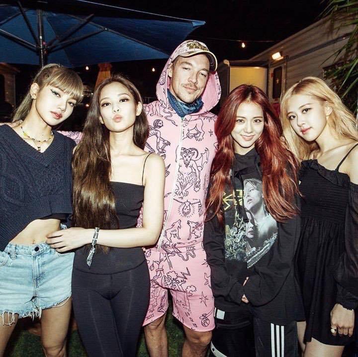 Mạng xã hội đưa tin: Khoảnh khắc Black Pink gặp gỡ 4 cô gái đến từ Hàn Quốc - Ảnh 5.