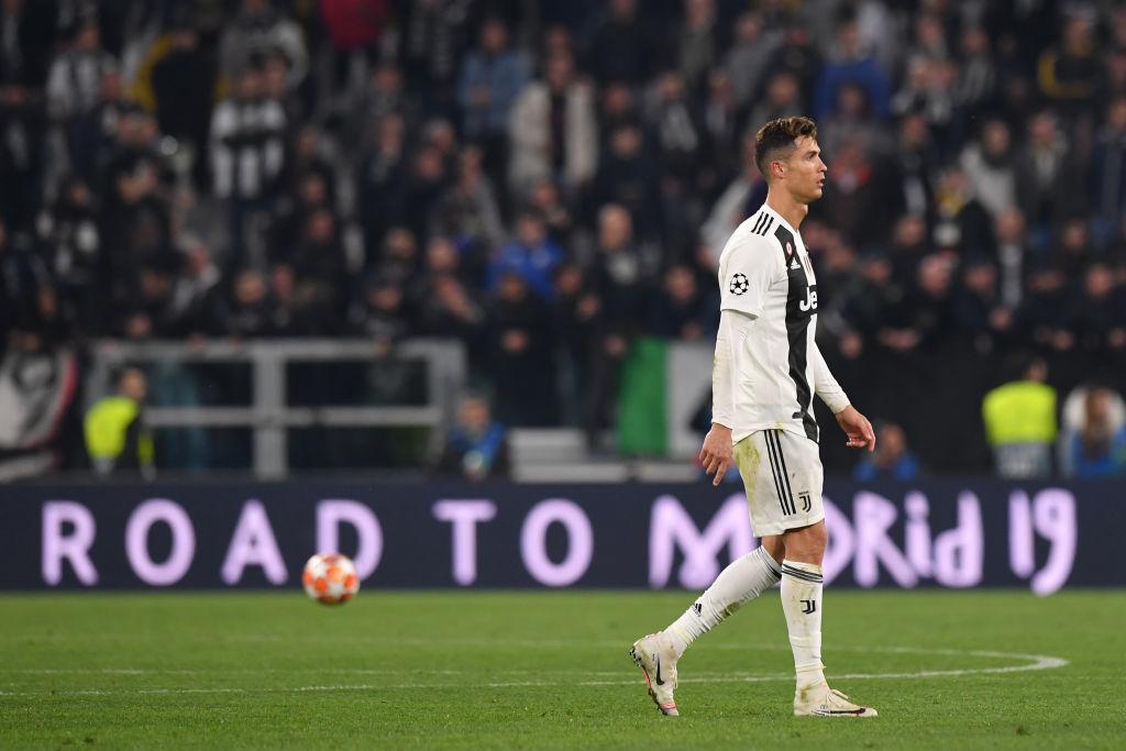 Ám ảnh khoảnh khắc Ronaldo ôm mặt buồn bã đến bất lực: Trong bóng đá, một cánh én đôi khi không thể làm nên được mùa xuân - Ảnh 8.