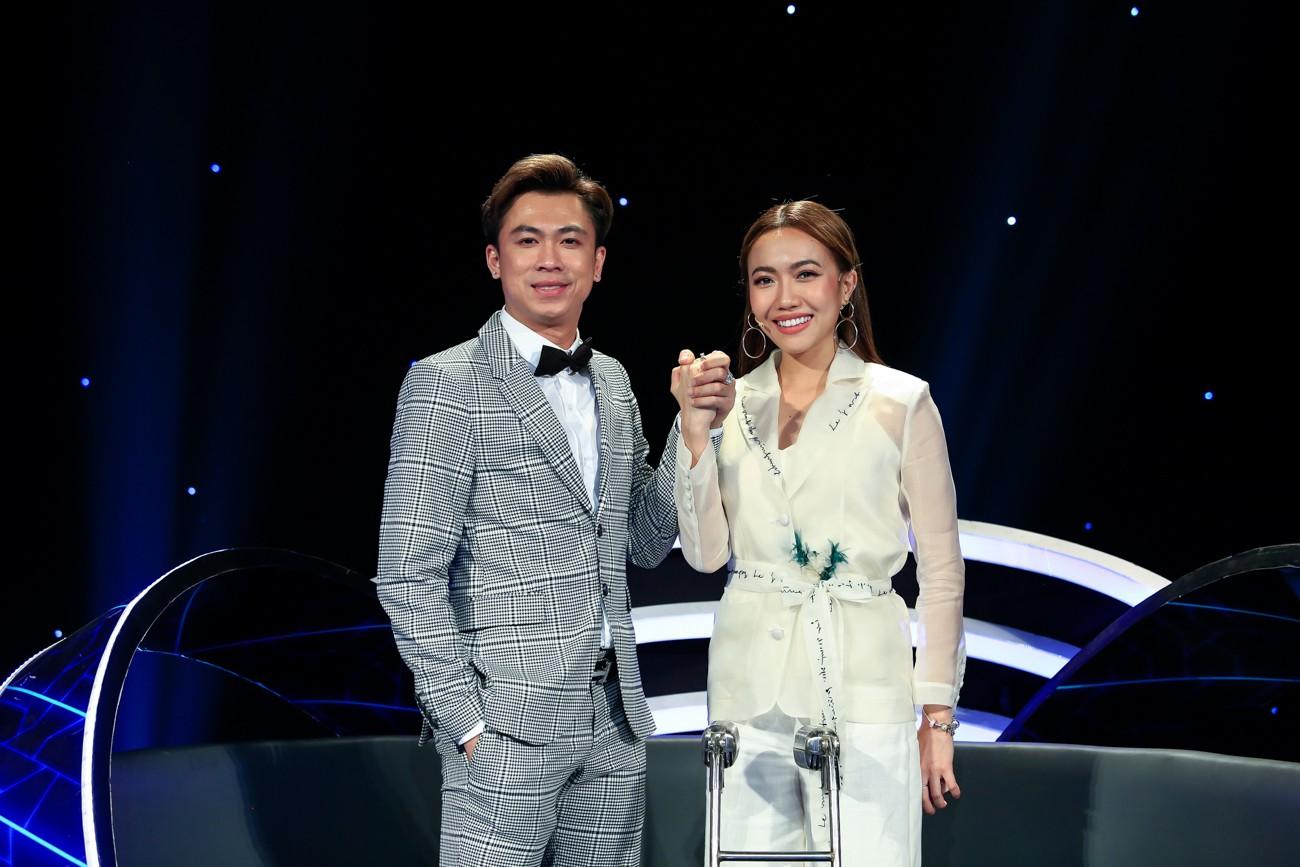 Hòa Minzy khoe giọng live như nuốt đĩa bên 2 học trò nhí - Ảnh 2.
