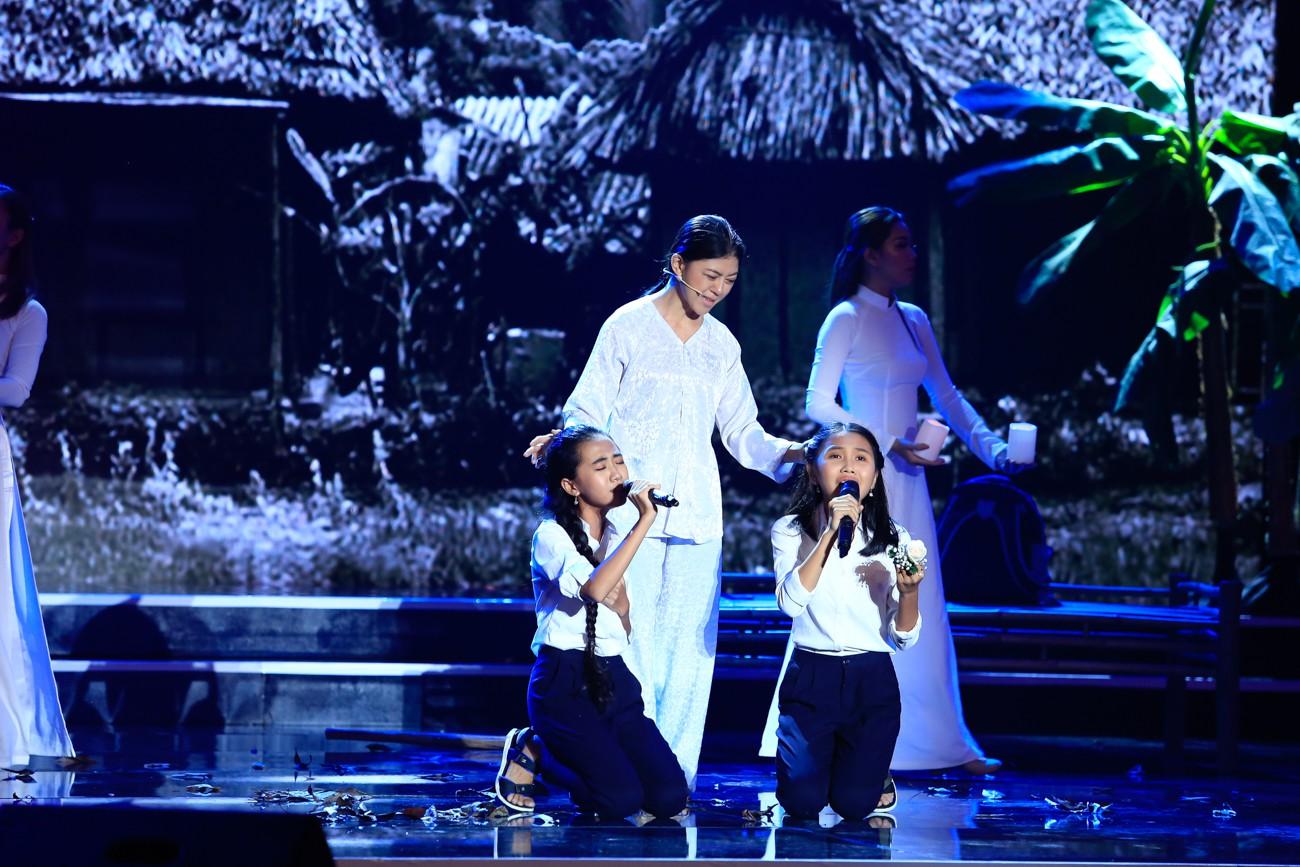 Hòa Minzy khoe giọng live như nuốt đĩa bên 2 học trò nhí - Ảnh 10.