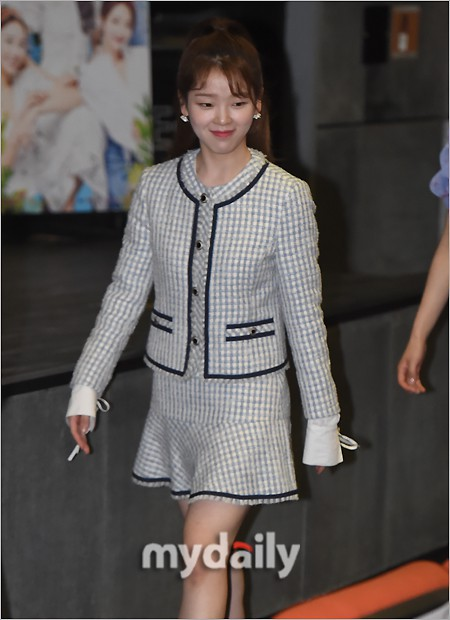 Background for Park Min Young, what about the female secretary Kim? Hot gum to the point of huge Korean beauty - Photo 8.