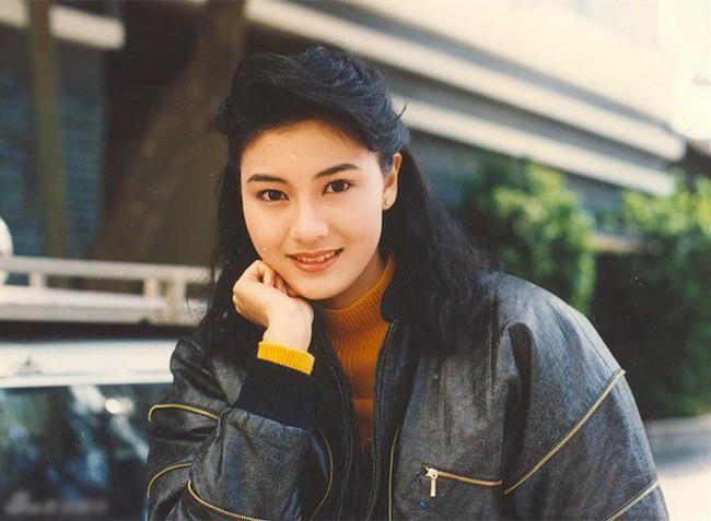 Đẳng cấp nhan sắc của Hoa hậu đẹp nhất lịch sử Hong Kong: Hơn 30 năm giữ vững phong độ nhờ vẻ đẹp lai trường tồn với thời gian - Ảnh 1.