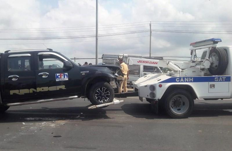 Tài xế dùng rìu chém người, ép ngã 2 cảnh sát giao thông - Ảnh 4.