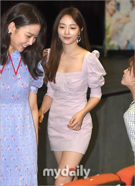 Background for Park Min Young, what about the female secretary Kim? Hot steam to the point of huge Korean beauty - Photo 2.