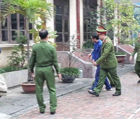 Ngày 19/4, xét xử cựu thượng tá công an dâm ô nữ sinh lớp 9 - Ảnh 2.