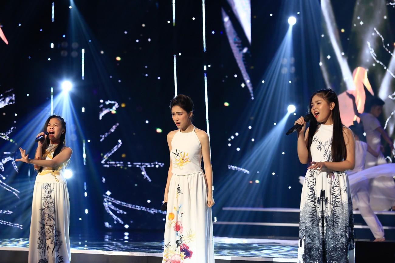 Hòa Minzy khoe giọng live như nuốt đĩa bên 2 học trò nhí - Ảnh 5.