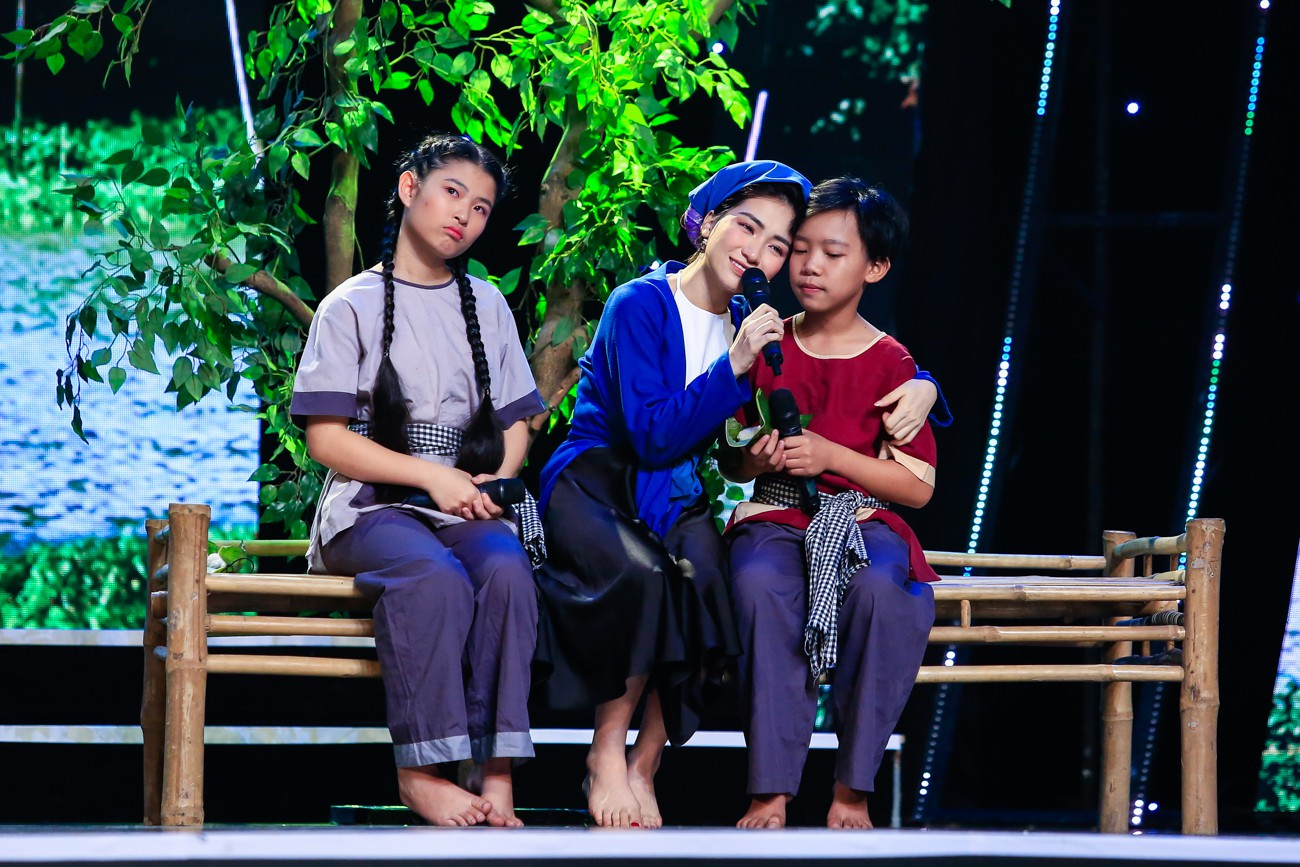 Hòa Minzy khoe giọng live như nuốt đĩa bên 2 học trò nhí - Ảnh 7.