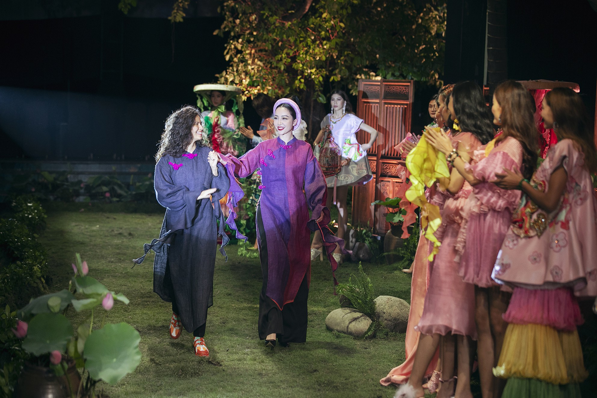 Tuyết Lan và Kha Mỹ Vân tái xuất tại show của NTK Thủy Nguyễn: Cô nào cũng tròn đầy phúc hậu hơn xưa - Ảnh 9.