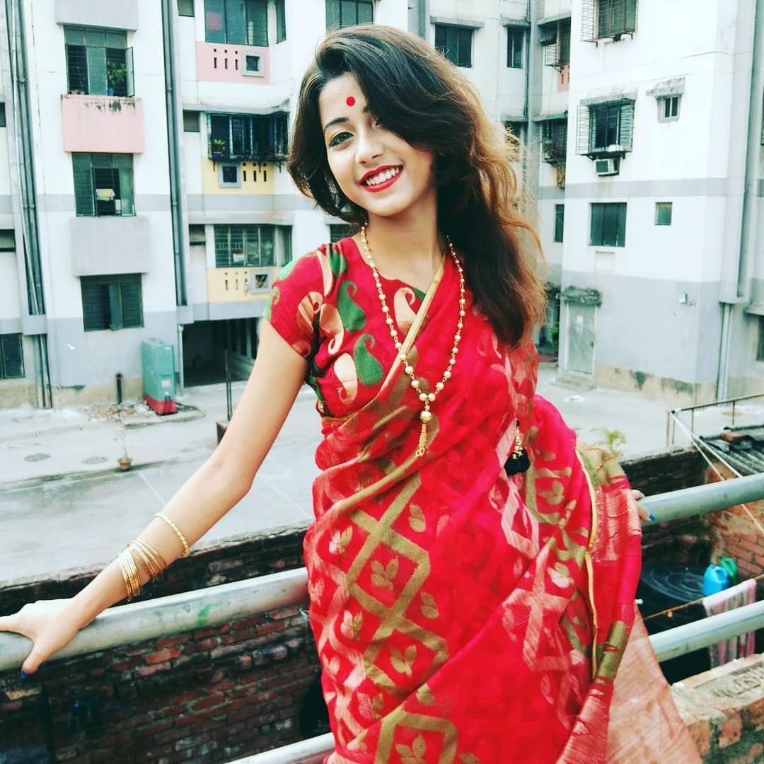 Xuất hiện trong lễ hội Mùa Xuân, thiếu nữ Ấn Độ khiến cộng đồng mạng chao đảo vì nhan sắc đẹp tựa thần tiên - Ảnh 6.