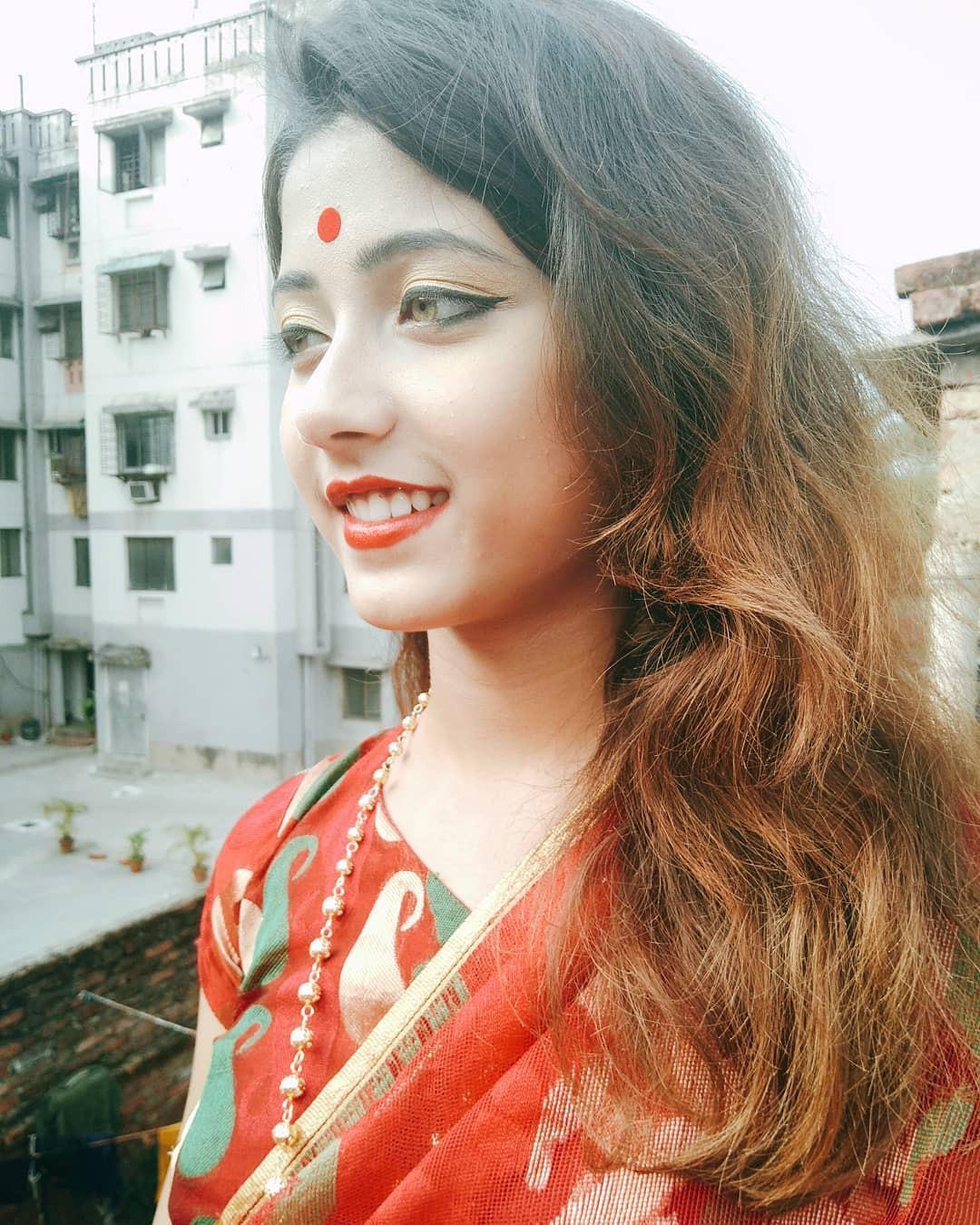 Xuất hiện trong lễ hội Mùa Xuân, thiếu nữ Ấn Độ khiến cộng đồng mạng chao đảo vì nhan sắc đẹp tựa thần tiên - Ảnh 7.