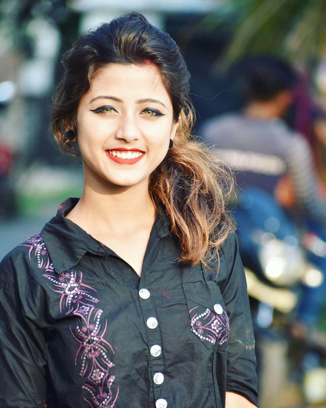 Xuất hiện trong lễ hội Mùa Xuân, thiếu nữ Ấn Độ khiến cộng đồng mạng chao đảo vì nhan sắc đẹp tựa thần tiên - Ảnh 9.