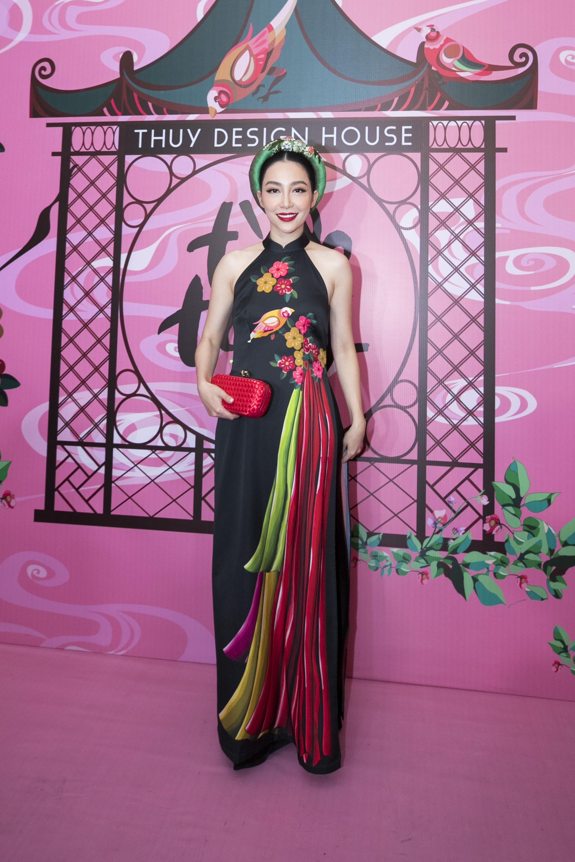 """Chẳng hẹn mà gặp, cả Lan Ngọc lẫn Đỗ Mỹ Linh đều hóa """"cô Tấm trên thảm đỏ show của NTK Thủy Nguyễn - Ảnh 8."""