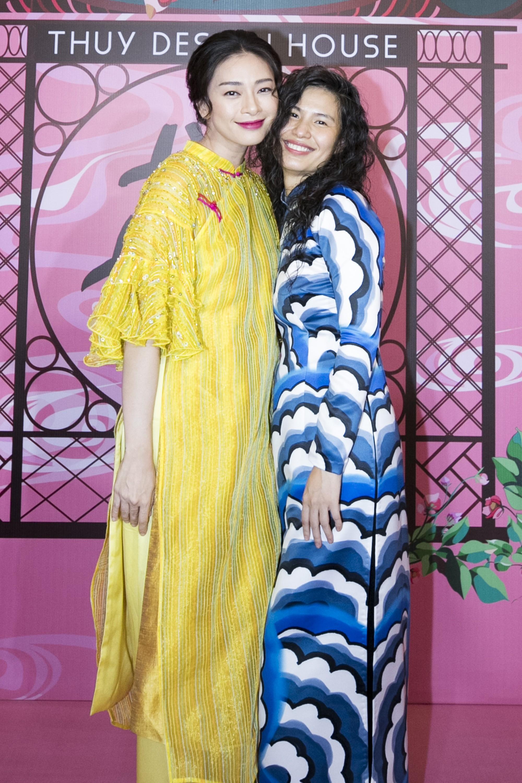 """Chẳng hẹn mà gặp, cả Lan Ngọc lẫn Đỗ Mỹ Linh đều hóa """"cô Tấm trên thảm đỏ show của NTK Thủy Nguyễn - Ảnh 9."""