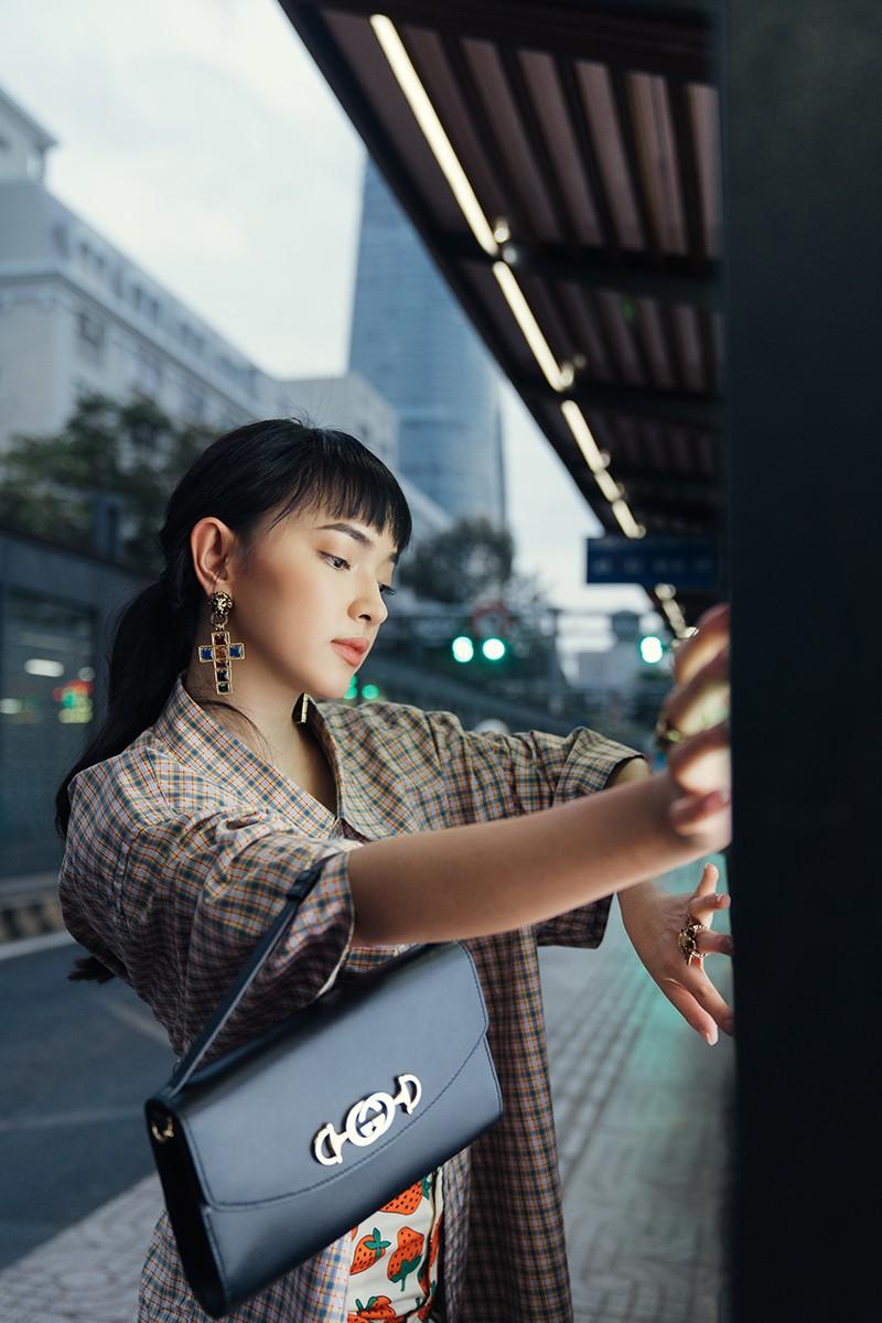 Dùng một chiếc túi nhưng vẫn có thể biến hóa theo nhiều phong cách khác nhau, Châu Bùi thực sự đáng nể - Ảnh 5.