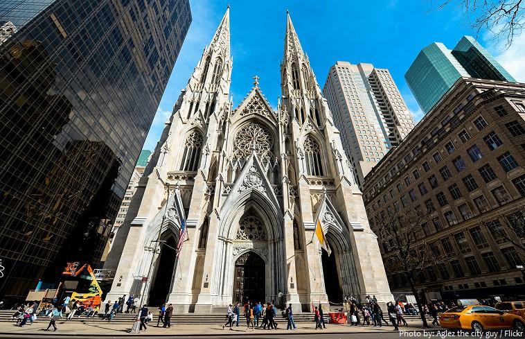 Mỹ: Bắt giữ người mang 2 can xăng cùng bật lửa vào nhà thờ Thánh Patrick tại New York - Ảnh 2.