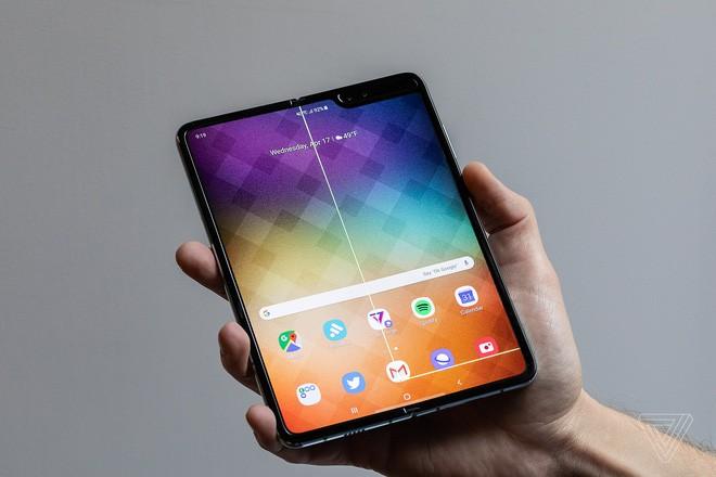 Samsung Galaxy Fold của nhiều phóng viên đang dùng thử đã hỏng chỉ sau 2 ngày sử dụng - Ảnh 6.