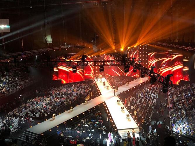 Nhìn thí sinh Produce X 101 catwalk trên sân khấu, fan thốt lên: Tưởng đang thi Hoa hậu Hoàn vũ? - Ảnh 6.