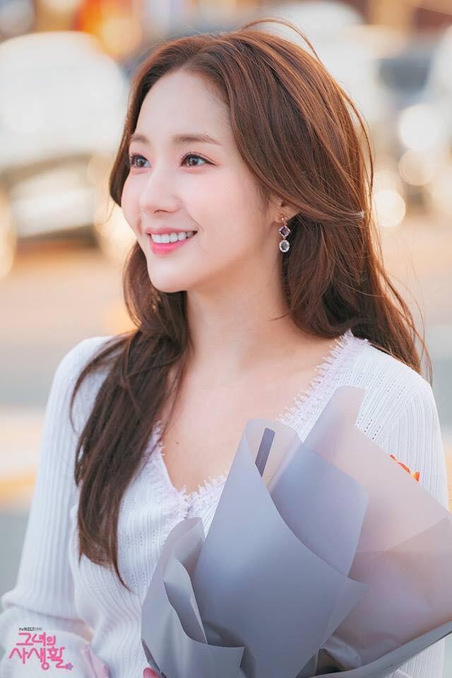 Dù bị không ít người chê, kiểu tóc của Park Min Young vẫn được con gái Hàn thi nhau để theo - Ảnh 1.