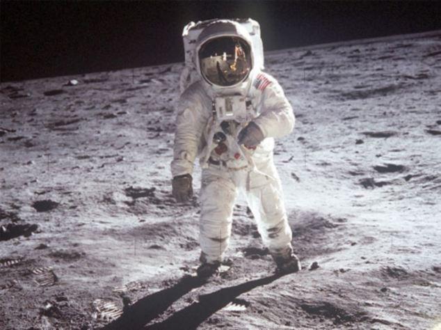 Tại sao áo phi hành gia phải có màu trắng? Hóa ra có một nguyên nhân mang ý nghĩa sống còn đằng sau nó - Ảnh 2.