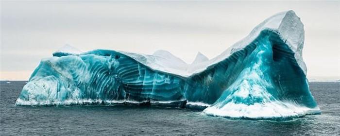 Cực độc tảng băng ngọc lục bảo tuyệt mỹ ở Nam Cực: Phải may mắn lắm mới có thể bắt gặp khoảnh khắc này! - Ảnh 1.