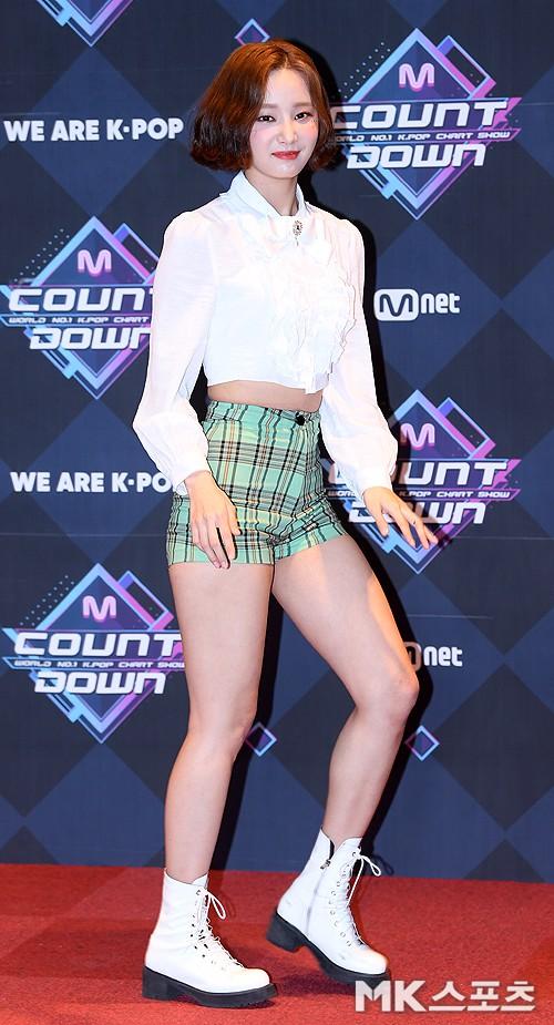 Thêm mỹ nhân Kpop thành nạn nhân của stylist: Nhiều lần hớ hênh vì mặc quần ngắn hết cỡ, bó đến độ khó thở - Ảnh 1.