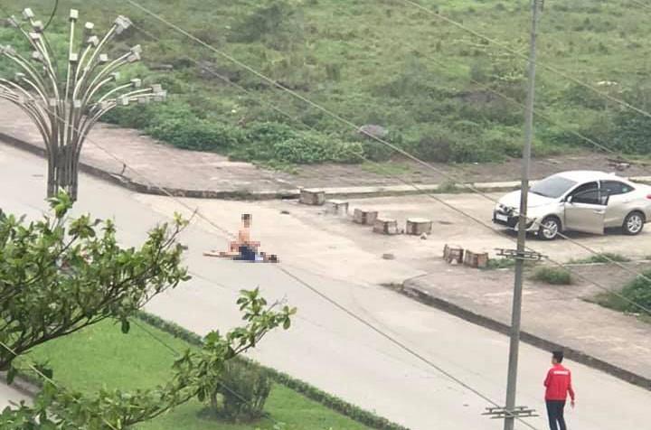 Vụ cô gái bị đâm nhiều nhát tử vong ở Ninh Bình: Con gọi về cầu cứu tôi khi bạn trai cũ chốt cửa xe, không cho nó xuống - Ảnh 1.